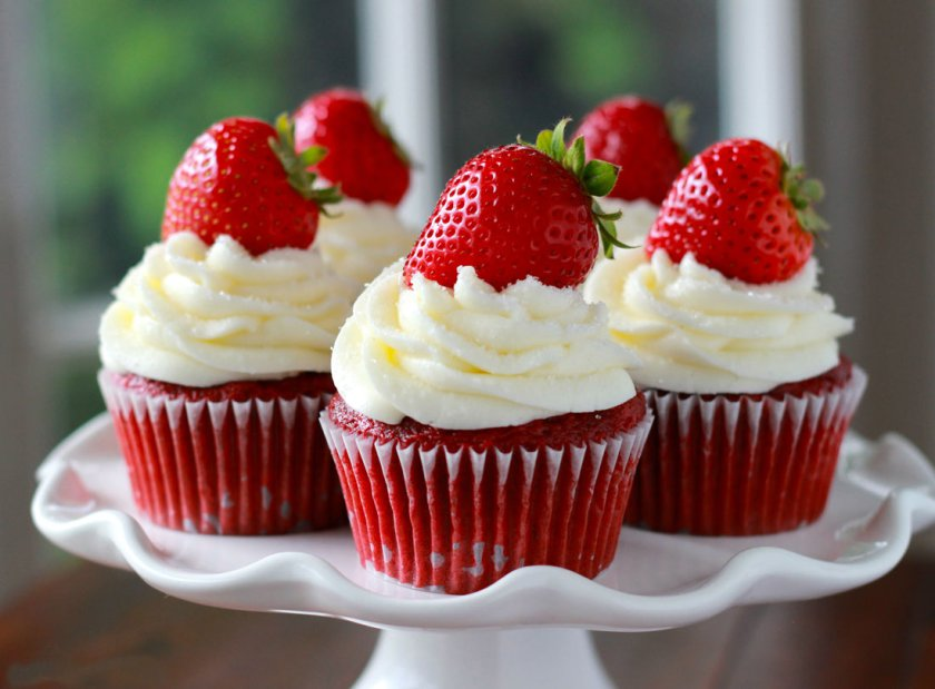 Strawberry Cup Cakes Wit Design Kenya